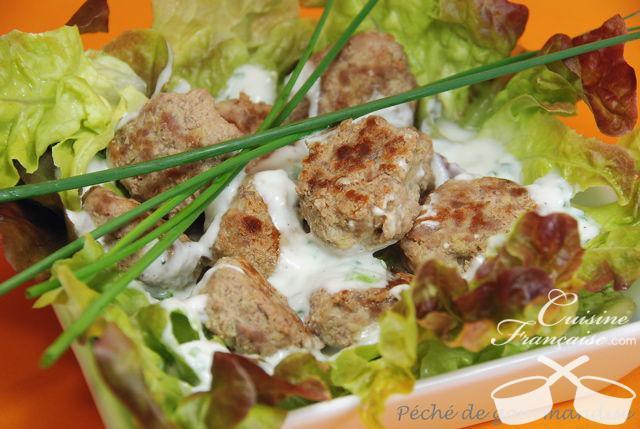 Boulettes de porc, gingembre, sauce yaourt et ciboulette