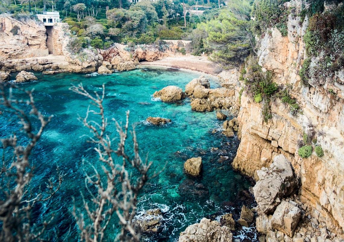 natürliche Badebucht an der Côte d'Azur Cap d'Antibes