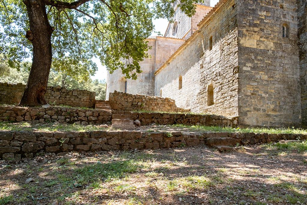 Der Garten mit einer Teilansicht der Abtei