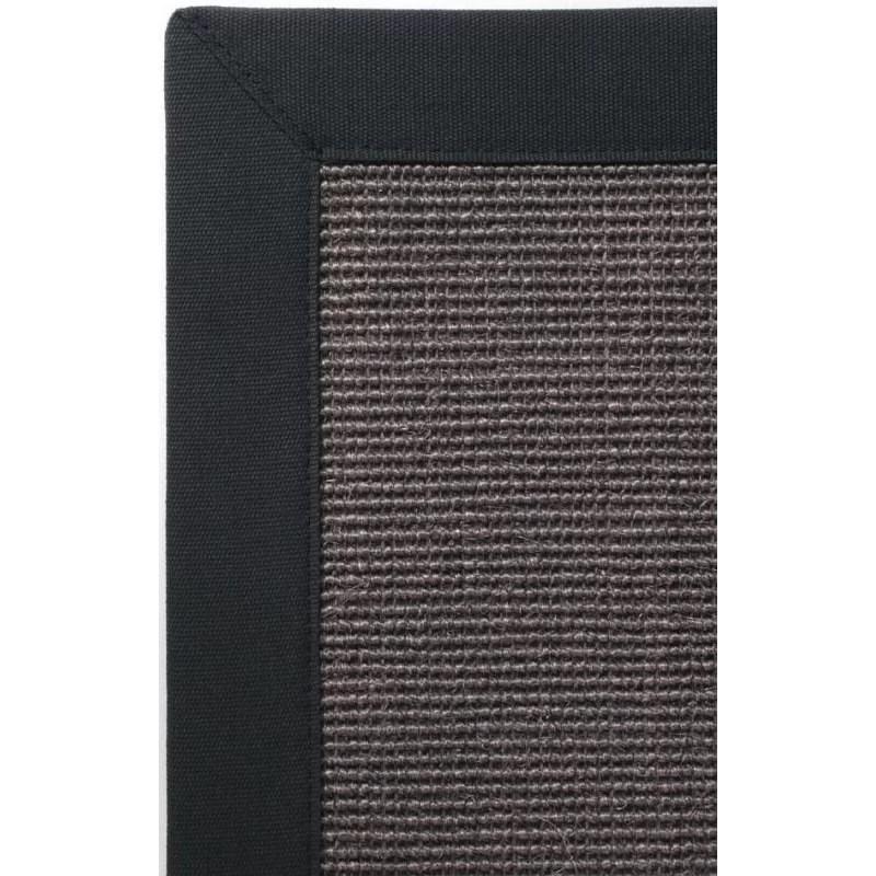 tapis sur mesure sisal gris avec un bord de couleur anthracite