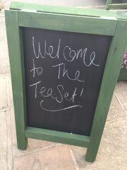 opening-the-tea-set-broadway-cotswolds-concierge (1)