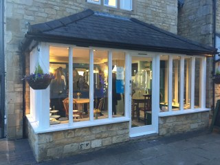 opening-the-tea-set-broadway-cotswolds-concierge (17)