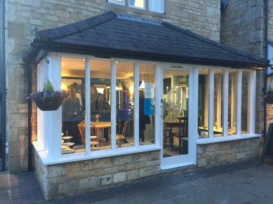 opening-the-tea-set-broadway-cotswolds-concierge (17)