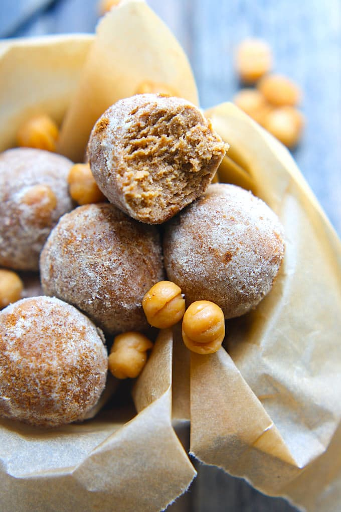Gluten Free Salted Caramel Protein Bites! The perfect protein ball recipe to satisfy your sweet tooth! Super easy to make with no baking, kid friendly, great for snacking, desserts, holidays, etc.