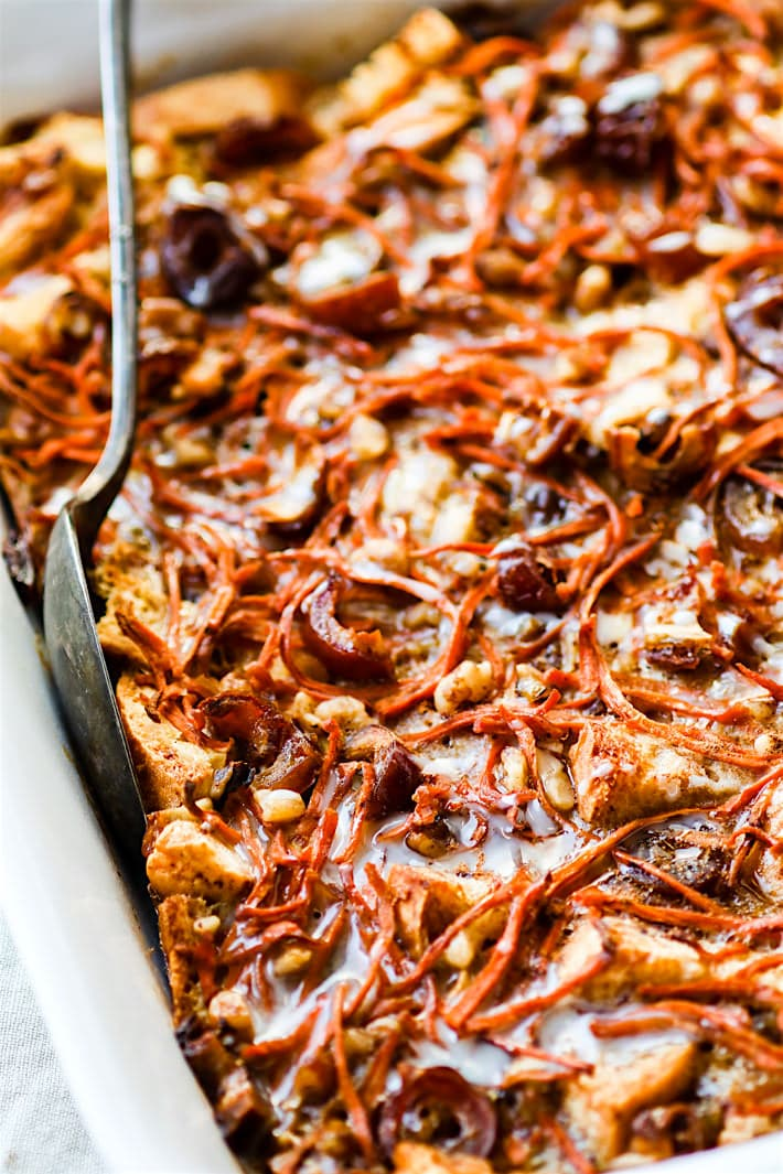 gluten free carrot cake bread pudding casserole (dairy free). EASY to Make ahead! A Healthier gluten free carrot cake recipe in breakfast form and dairy free! @cottercrunch