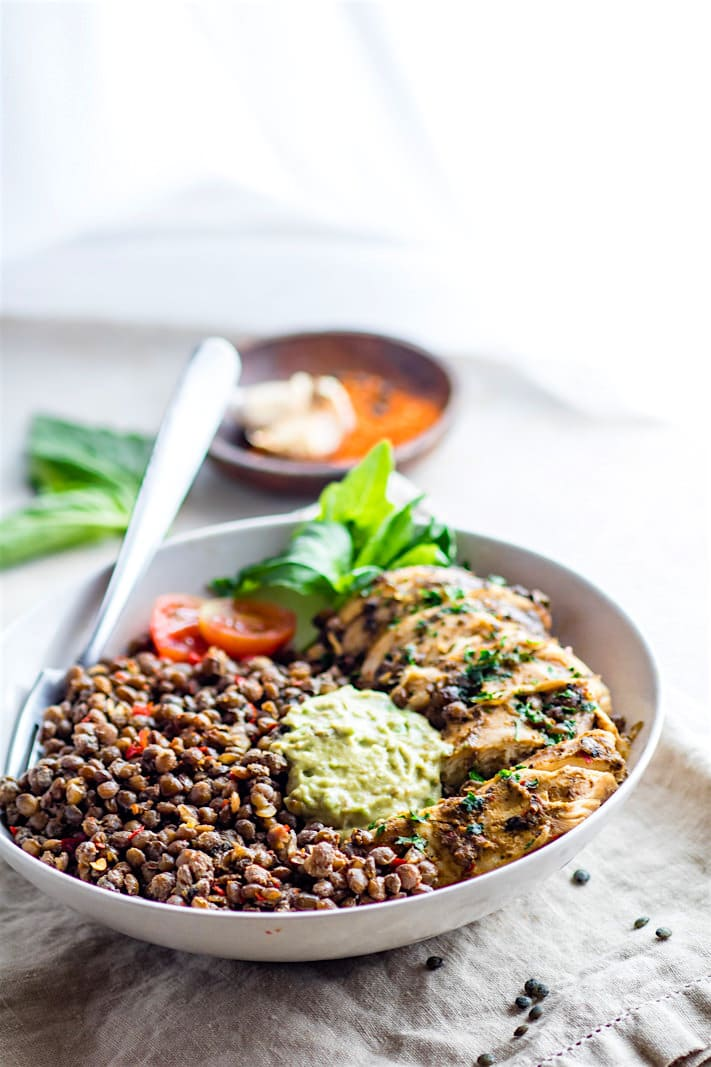 Simple Garlicky Green Crock-Pot Chicken and Lentils! A FLAVORFUL and fresh gluten free crock-pot chicken recipe that's packed full of fiber, nutrients, and protein. Easy to make in the crock-pot, healthy, and great for ANY time of year. Make it for the family or for weekend meal prep.