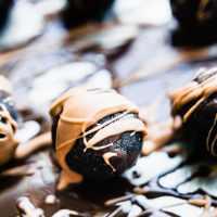 Dark Chocolate-Amaretto Cake Bites {No Bake}