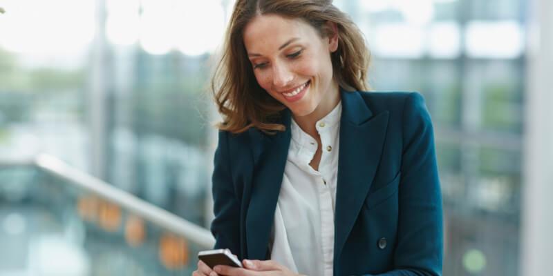Philipp Nemenz via getty images pour cet article sur les femmes et les smartphones