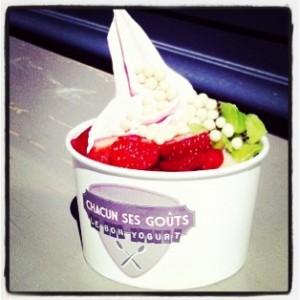 Du yaourt glacé et des fruits pour le goûter ! (photo prise ici)