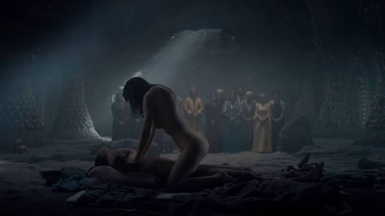 Anya Chalotra nue - Yennefer de Vengerberg - Witcher Netflix 04