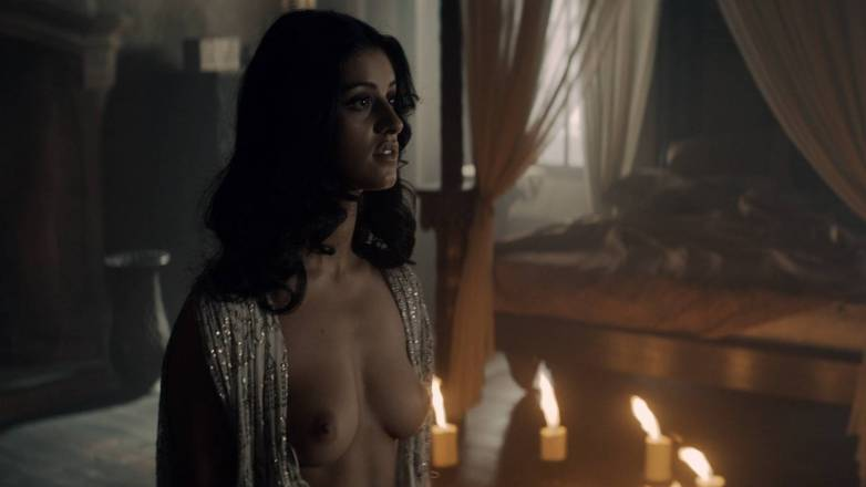 Anya Chalotra nue - Yennefer de Vengerberg - Witcher Netflix 08