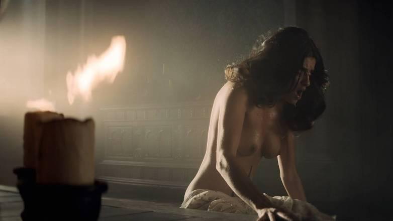 Anya Chalotra nue - Yennefer de Vengerberg - Witcher Netflix 10