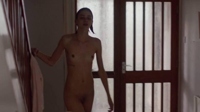 Emma Appleton nue dans Dreamlands