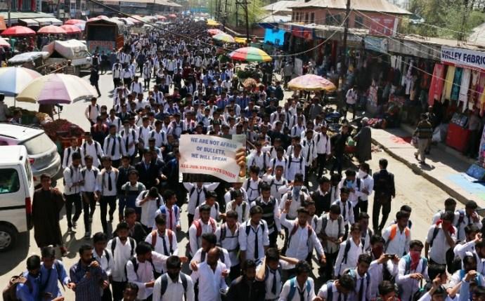 kashmir-student-protest