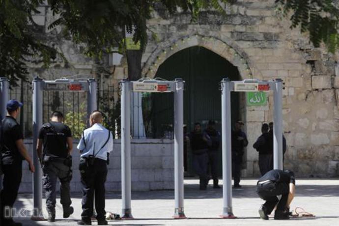 metal-detectors-at-the-entrance-of-masjid-al-aqsa