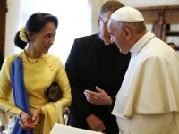 Myanmar's State Counsellor and Foreign Minister Aung San Suu Kyi meets Pope Francis during a private audience on May 4, 2017 at the Vatican. The Vatican and Myanmar formally agreed to establish full diplomatic relations, the Vatican announced, confirming an accord that is the latest step in the South East Asian state's rehabilitation by the international community. / AFP PHOTO / POOL AND AFP PHOTO / TONY GENTILE