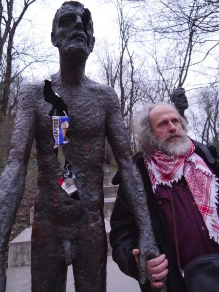 Milan Kohout performing at anti-Communist monument