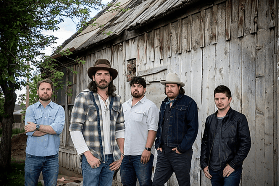Micky & the Motorcars – Long Time Comin'