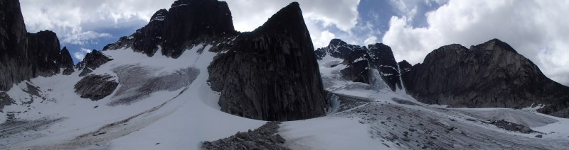 The descent gully to the left, and the north face of Thunder Mtn/Nirvana to the right