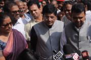 रेल और रक्षामंत्री समेत CM ने किया एलफिन्स्टोन स्टेशन का दौरा, सेना बनाएगी नया ओवरब्रिज