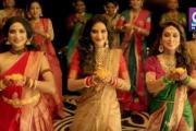 सांसद नुसरत जहां के दुर्गा पंडाल में जाने पर भारी विवाद