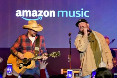 Garth Brooks performs with Jason Aldean at CRS 2018
