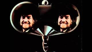 Willie Nelson – Bubbles In My Beer Thumbnail