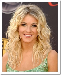Dancer Julianne Hough arrives at the 2007 American Music Awards