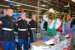 WXBQ Rabbit, Luke Bryan, Jimmy Wayne and Chuck Wicks give a helping hand to Toys for Tots