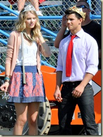taylor_swift_on_valentines_day_set_in_l_a__-_july_30_2009_7