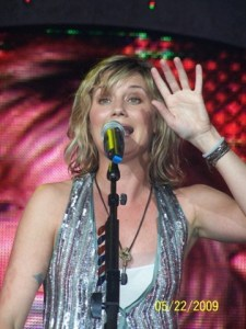 Sugarland's Jennifer Nettles to Perform Solo Show to Benefit Attic Community Playground