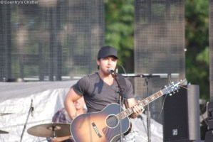 "Kip Moore Receiving Rave Reviews for ""Somethin' 'Bout a Truck"