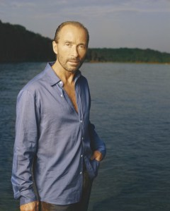"Lee Greenwood's ""God Bless the USA"" celebrates 30th anniversary"