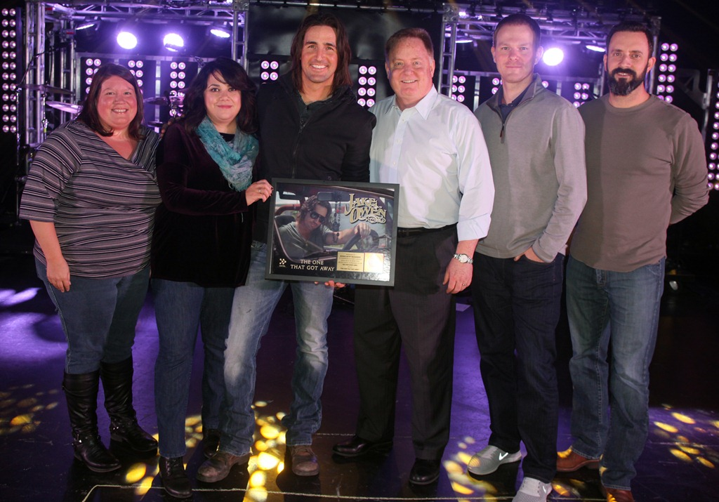 "Jake Owen strikes Gold, No  1 Single ""The One That Got Away"