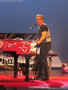 Phil Vassar makes Valentine's Day special for Bristol Tennessee audience