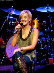 Kellie Pickler honored with Heart for the Warrior award from USO of North Carolina