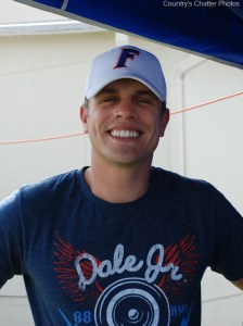 Dustin Lynch new single breaks into the Top 20, while lyric video views pass the one million mark