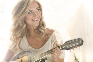 Sarah Darling announced as one of the first performers on Rising Star