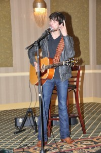 Chris Janson brings powerful set to International Ideabank Conference for radio members