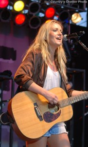 Clare Dunn signs with UMG Nashville