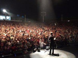 Chris Young continues to draw sold-out crowds to his concerts