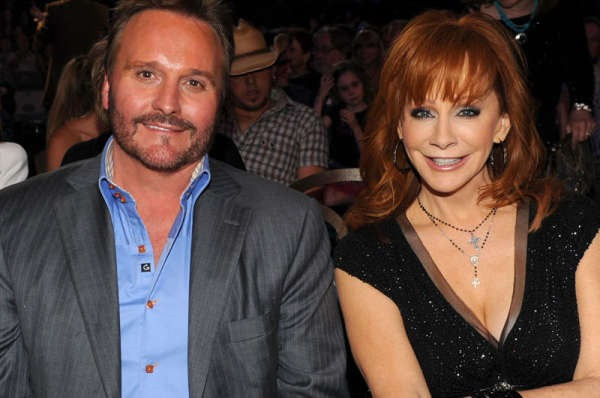 Reba mcentire and husband announce separation for Who is reba mcentire married to now