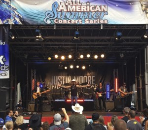 Justin Moore tops iTunes charts and rocks Fox & Friends Summer Concert