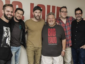 Acclaimed singer/songwriter Mat Kearney signs to Big Loud Mountain Management