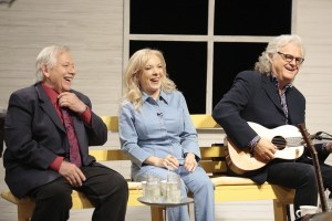 """""""Country's Family Reunion"""" To Feature Linda Davis, John Conlee, Rhonda Vincent, The Gatlin Brothers, The Oak Ridge Boys And More In January"""