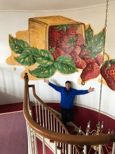 Ronnie McDowell Renovating And Reopening Strawberry Manor In Portland, Tenn.