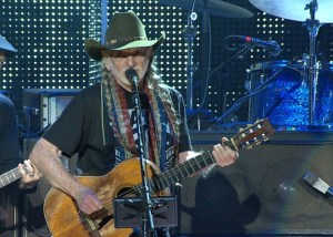 Music Legends Willie Nelson, Neil Young, John Mellencamp and Dave Matthews Rock Out at 'Farm Aid 2016' March 19