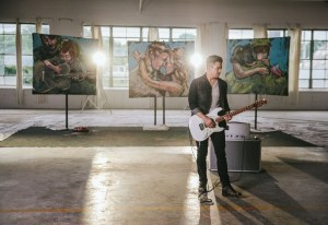 "Hunter Hayes And Zappos Pair Music With Charity For ""Rescue"""