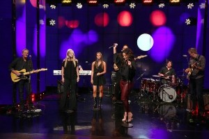 "ICYMI: Sara Evans and daughter perform on ""Live With Kelly and Ryan"""
