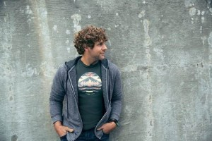 "Billy Currington lands three week No. 1 single with ""Do I Make You Wanna"""